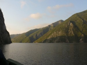 Lake_Komani